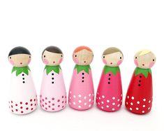 """2"""" fraise peg dolls / / 5 (2"""") ombre doux fraise peg poupées avec feutrine sac de couchage / / cheville en bois poupée"""