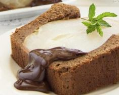 Cake allégé au chocolat Kinder Maxi® et aux poires
