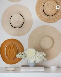 Extraordinary hat storage organizer just on home like art design Hanging Hats, Hat Storage, Hat Display, Hat Hooks, Decoration Design, Hat Decoration, Dream Decor, Diy Wall, Wall Decor