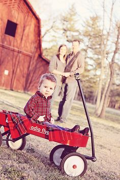 Photography Ideas Family Christmas Dads Ideas For 2019 Barn Family Photos, Family Picture Poses, Family Photo Sessions, Family Posing, Family Portraits, Christmas Photography, Autumn Photography, Children Photography, Family Photography