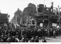 1.Mai 1946-kaum zu erkennen...Unter den Linden Ecke Friedrichstrasse