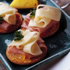 """Pineapple, Ham & Swiss Appetizers... I think I will make this the next time I have to take an appetizer to a get-together w/friends.  So simple but looks so """"5 Star""""."""