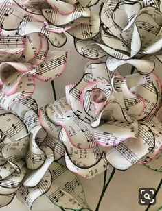 Sheet Music Roses, 12 paper roses, paper flower bouquet Paper Crafts - The Ultimate Craft Ideas Pape Paper Flowers Diy, Flower Crafts, Diy Paper, Fabric Flowers, Paper Art, Book Flowers, Craft Flowers, Paper Butterflies, Paper Book