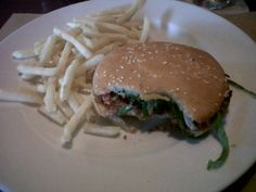 Veggie Burger – Mokambo – Las Mercedes – Restaurantes en Caracas Las Mercedes, Hamburger, Ethnic Recipes, Food, Caracas, Restaurants, Plate, Meals, Yemek