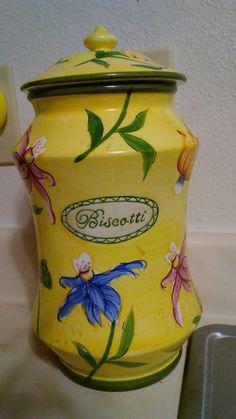 love my Biscotti jar in my yellow kitchen Kitchen Yellow, Biscotti, Jar, Home Decor, Decoration Home, Room Decor, Home Interior Design, Cookie Recipes, Jars