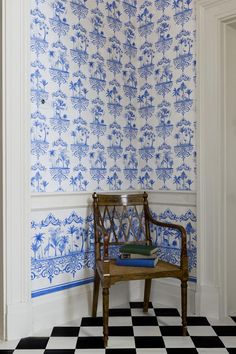 Cole and Son Folie collection, Rousseau wallpaper. A graceful 'cartouche' wallpaper in china blue featuring painted scenes of exotic palm trees and animals on a delicate off white craquelure background. This design is drawn from the porcelain Bathroom Wallpaper, Wall Wallpaper, Painted Wallpaper, Wallpaper Online, Shabby Chic Tapete, Cole Son, Cole And Son Wallpaper, Painted Paper, White Houses