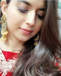 Parleen Simple Girl Image, Beautiful Girl Image, Beautiful Eyes, Beautiful Bride, Gorgeous Women, Punjabi Girls, Pakistani Girl, Punjabi Dress, Nimrat Khaira Suits