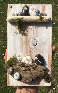 'Vogelkaka' Painted rocks, birds on driftwood - JL I can see the branches felted onto fabric, embroidered or crocheted leaves and the painted rocks! Would make a great multi-craft project! Pebble Painting, Pebble Art, Stone Painting, Diy Painting, Painting Furniture, Stone Crafts, Rock Crafts, Diy And Crafts, Arts And Crafts