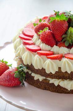 Erdbeer-Buttermilch-Torte mit weißer Schokoladencreme // Strawberry buttermilk cake // Baking Barbarine #buttermilch #erdbeeren #strawberries #torte
