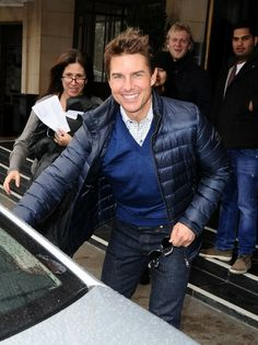 Tom Cruise - Tom Cruise Heads Out for the Day Top Hollywood Actors, Hollywood Celebrities, Chris Hemsworth, Tom Cruise Haircut, Tom Cruise Smile, Terno Slim Fit, Hunter Parrish, Cruise Pictures, Alexander Ludwig