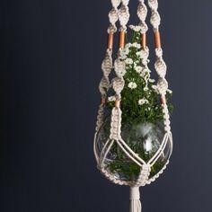 Makramee-Blumenampel in Form einer Vase