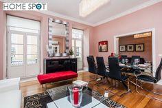 T3 mobilado e equipado na Rua da Madalena - Home Spot Conference Room, Table, Furniture, Home Decor, Floors, Decoration Home, Room Decor, Meeting Rooms, Tables