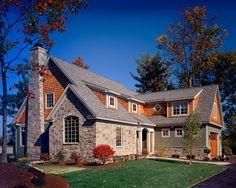 Фото дома пестрого цвета