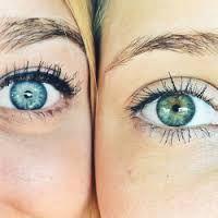 Resultado de imagem para olhos azuis tumblr
