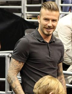 David Beckham at a LA Kings game at the Staples Center. What a DILF Pompadour Hairstyle, Quiff Hairstyles, Cool Hairstyles For Men, David Beckham Son, David Beckham Style, Hair And Beard Styles, Hair Styles, The Quiff, Celebrity Haircuts