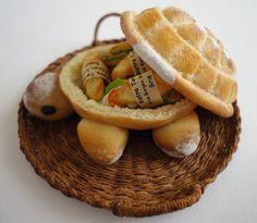 Turtle Bread - A huge turtle shape bread filled with tasty sandwiches!