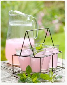How to make healthy homemade pink ginger lemonade - Chatelaine Fruit Drinks, Smoothie Drinks, Healthy Drinks, Smoothies, Beverages, Healthy Food, Yummy Food, Pink Lemonade Recipes, Ginger Lemonade