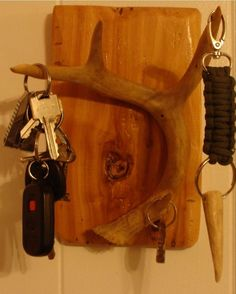 Shed DIY - diy deer antler key holder Now You Can Build ANY Shed In A Weekend Even If You've Zero Woodworking Experience! Deer Antler Crafts, Antler Art, Home Crafts, Diy Home Decor, Deer Decor, Deer Hunting Decor, Deer Antler Decorations, Decorating With Deer Antlers, Deer Horns Decor