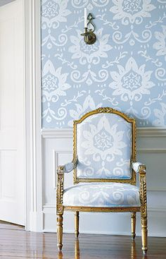 Interior design by Kelli Ford and Kirsten Fitzgibbons. Cute idea for the kitchen thibaut matching wallpaper and upholstery on a gilded frenc. Chinoiserie Wallpaper, Damask Wallpaper, White Wallpaper, Interior Inspiration, Design Inspiration, Design Ideas, Matching Wallpaper, Style Deco, French Chairs