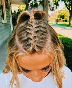 Easy to Manage: Bandana Style - 10 Cute and Easy Hairstyles for Short Hair - The Trending Hairstyle Teen Hairstyles, Trending Hairstyles, Hairstyles For School, Pretty Hairstyles, Hairstyle Ideas, Princess Hairstyles, Updo Hairstyle, Short Braided Hairstyles, Athletic Hairstyles