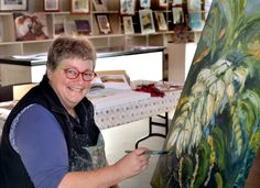 Dianna Bissett has been exhibiting at The #Taralga Art Show (6 to 8 June 2015) for many years and this year she will be running the adults workshop in oil painting. Dianna is a keen photographer and expressive oil painter exhibiting in Sydney and the Southern Tablelands.