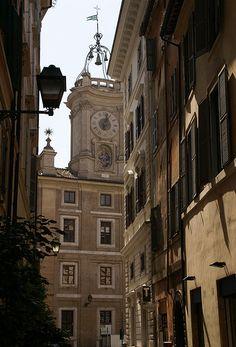 Rom, Via dei Banchi Nuovi, Blick auf den Torre dell' Orologio (view of the clock tower)