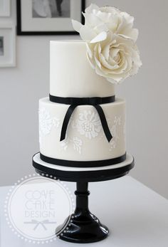 Wedding cake with stencilled lace and sugar roses