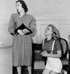 1947 : Marilyn et son professeur d'Art Dramatique Helena SORELL.