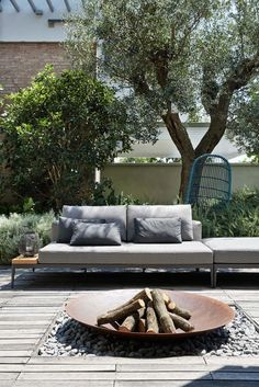 Interior Design Christopher Ward Studio Designs a Contemporary Home in Reggio-Emilia, Italy- I like the outdoor fire pit Outdoor Fire, Outdoor Lounge, Outdoor Rooms, Outdoor Gardens, Outdoor Living, Outdoor Decor, Outdoor Couch, Small Gardens, Chill Out Lounge