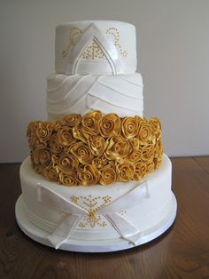 Golden Wedding Cake - I like this one for a 50th Anniversary too!!