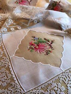 Toalha antiga com bordado Madeira e filé (renda) #madeiraembroidery #handmade…