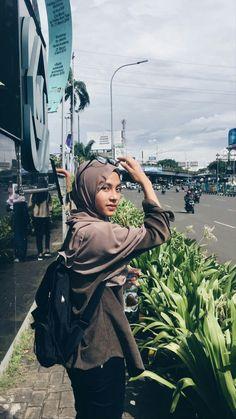 Casual Hijab Outfit, Ootd Hijab, Girl Hijab, Street Hijab Fashion, Outfit Ideas, Manga, Random, Girls, Clothing