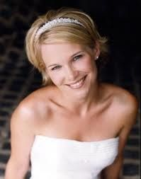 Bridal hairstyle for short hair.  http://www.makeupbeautylounge.com/p/bridal-diary.html