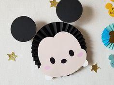 ペーパーファンのディズニーツムツムお誕生表を制作しました〜プリプリ2019年4月号特別付録 | Happy Birthday Project Mickey Mouse Birthday Theme, Mickey Party, Minnie Mouse Party, Bolo Mickey E Minnie, Fiesta Mickey Mouse, Diy Birthday Decorations, Paper Decorations, Diy And Crafts, Crafts For Kids