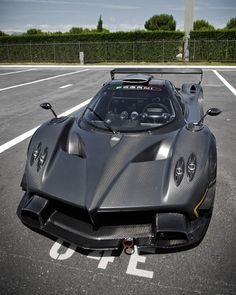 That front end is sinister...Pagani Zonda R
