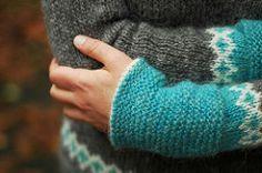 moon pulls (paper-tiger) Tags: sweater knitting carnation pullover lopi papertiger knittingpatterns lopapeysa papertigerfw13