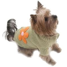 Perfect for adding a touch of country-chic to dogs from all walks of life, this snug knit looks cute and keeps your dog cosy.Available in sizes: XS to XL.