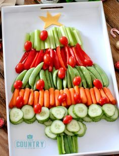 Bring one of these creative appetizers to your Christmas party! These Christmas appetizers include dips, spreads, finger foods and much more. Best Christmas Dinner Recipes, Christmas Party Food, Christmas Treats, Holiday Recipes, Recipes Dinner, Christmas Cheese, Party Recipes, Christmas Christmas, Christmas Games