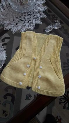 This Pin was discovered by HUZ Crochet Baby Jacket, Knitted Baby Cardigan, Knit Crochet, Baby Dress Patterns, Baby Knitting Patterns, Knitting Designs, Baby Vest, Knitwear Fashion, Kids Swimwear