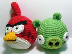 Nerdigurumi - Free Amigurumi Crochet Patterns with love for the Nerdy » » Angry Birds Red Cardinal and Green Pig Amigrumi Pattern