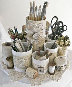 Organizador con latas | ©Shabby Chic Inspired desk organiser made of cans