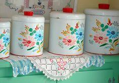 Cute retro canisters in pretty colors. Vintage Canister Sets, Vintage Kitchenware, Vintage Tins, Vintage Dishes, Vintage Love, Vintage Decor, Vintage Antiques, Retro Vintage, Vintage Floral