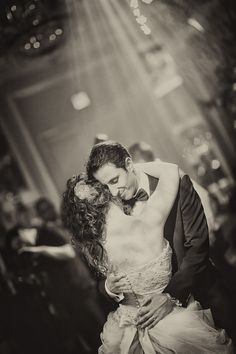 Porque no hay momento más romántico en pareja que el primer baile, Feliz Día de los Enamorados.