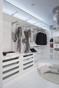 Unique begehbarer kleiderschrank luxus klapptueren weiss wandspiegel jess Pinterest