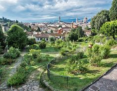 View from Giardino delle Rose to the city of Florence. Tuscany Inner courtyard of Medici Riccardi Palace | What to Do and See in Florence in 3 Days
