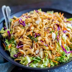 CHINESE CHICKEN SALAD: This restaurant-style recipe is perfect for lunch, dinner and potlucks. It's a recipe that can feed a crowd! For meal planning, this is a great DIY salad kit. salad Chinese Chicken Salad with Asian Dressing Chicken Salad Recipes, Healthy Salad Recipes, Salad Chicken, Dinner Salad Recipes, Chinese Chicken Salad Dressing, Salads For Dinner, Cabbage Salad Recipes, Healthy Summer Recipes, Summer Salad Recipes