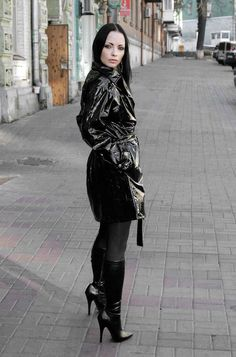 Vinyles Black pvc short trench coat black hose and high heel boots What Is Autism? Stiletto Boots, High Heel Boots, Heeled Boots, 70s Fashion, Look Fashion, Womens Fashion, Mode Latex, Sexy Boots, Black High Heels