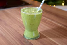 Grüner Detox Smoothie für mehr Energie und Gesundheit mit Rezeptbausteinen zum Selbermixen! Gesund, Entgiften, Superfood!