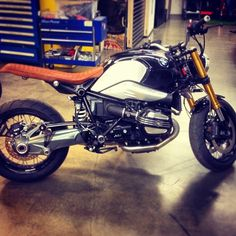 RocketGarage Cafe Racer: BMW NineT by Roland Sands