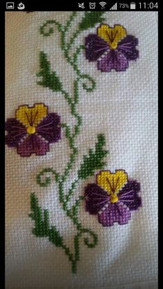 This Pin was discovered by Yas Cross Stitch Boarders, Cross Stitch Art, Cross Stitch Flowers, Cross Stitch Designs, Cross Stitch Patterns, Hand Embroidery Flowers, Hand Embroidery Stitches, Embroidery Techniques, Cross Stitch Embroidery